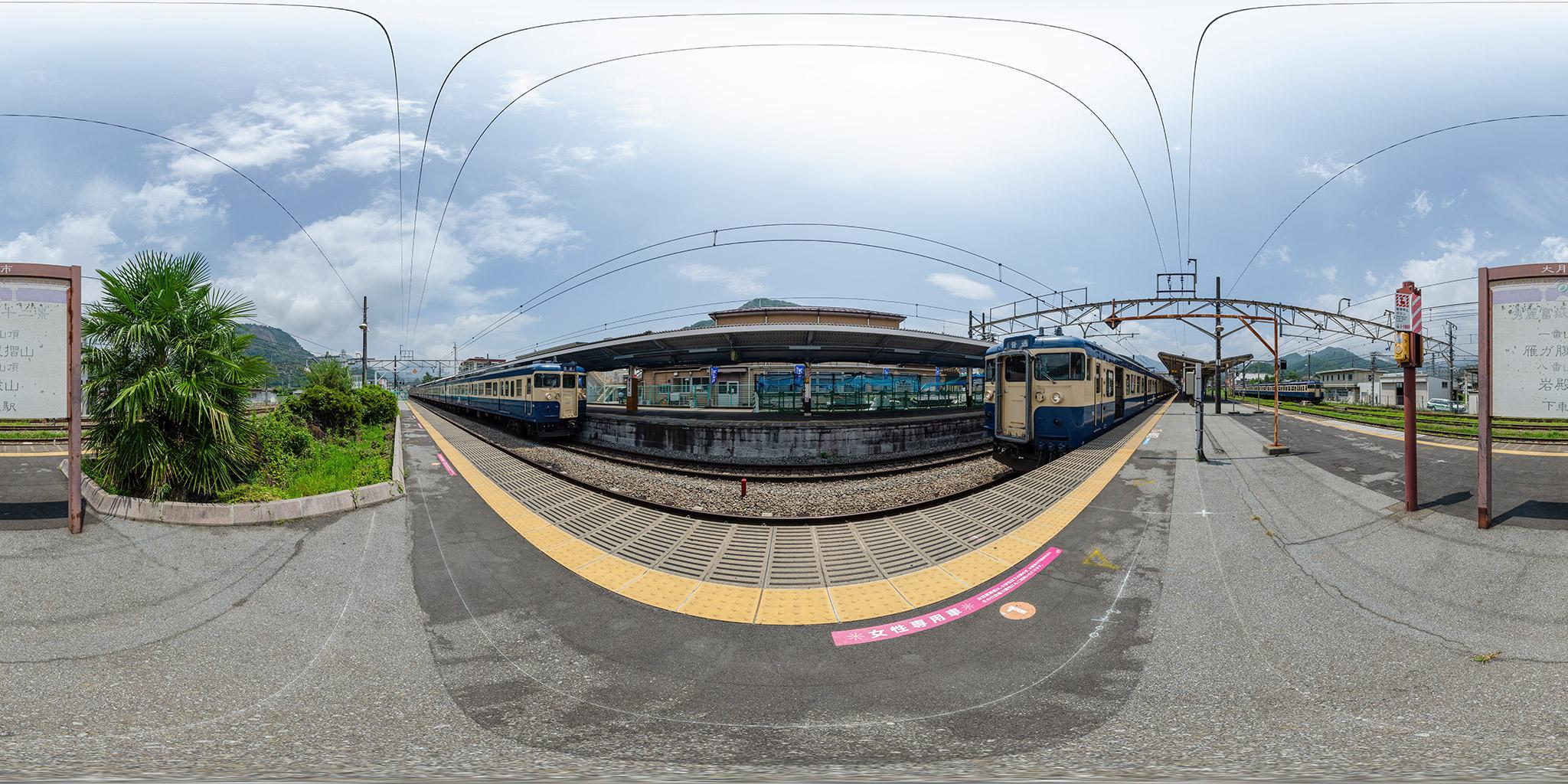 中央本線大月駅にて。豊田車両センターの115系3編成