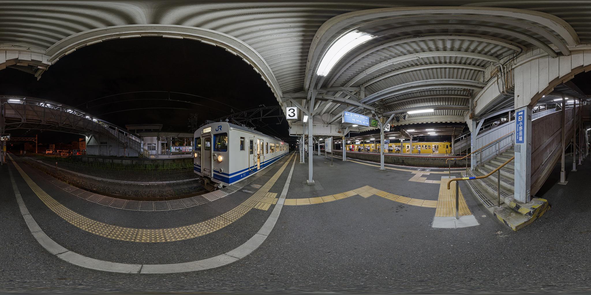 小野田線小野田駅にてクモハ123-2