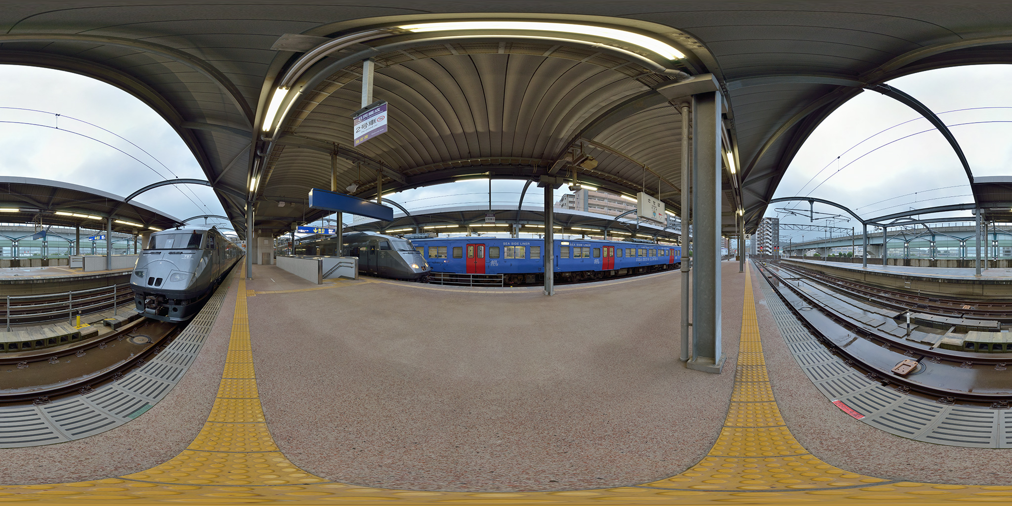 佐世保駅に並ぶ787系(BM-7/BM-8)特急みどり