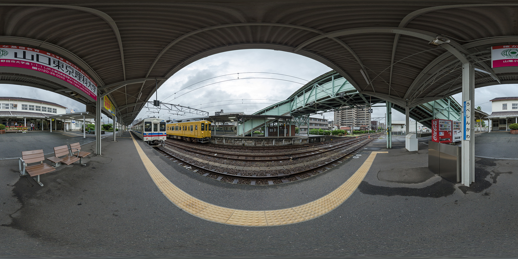 宇部新川駅にて新旧カラーの105系