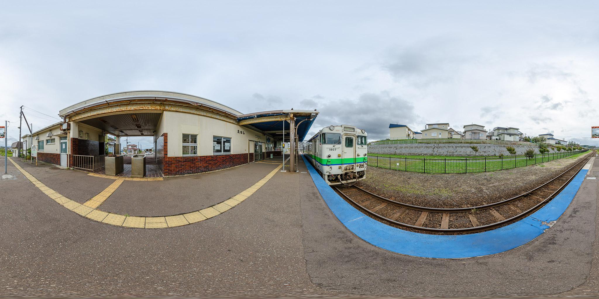 江差駅に停車中のキハ40 1807(4175D)