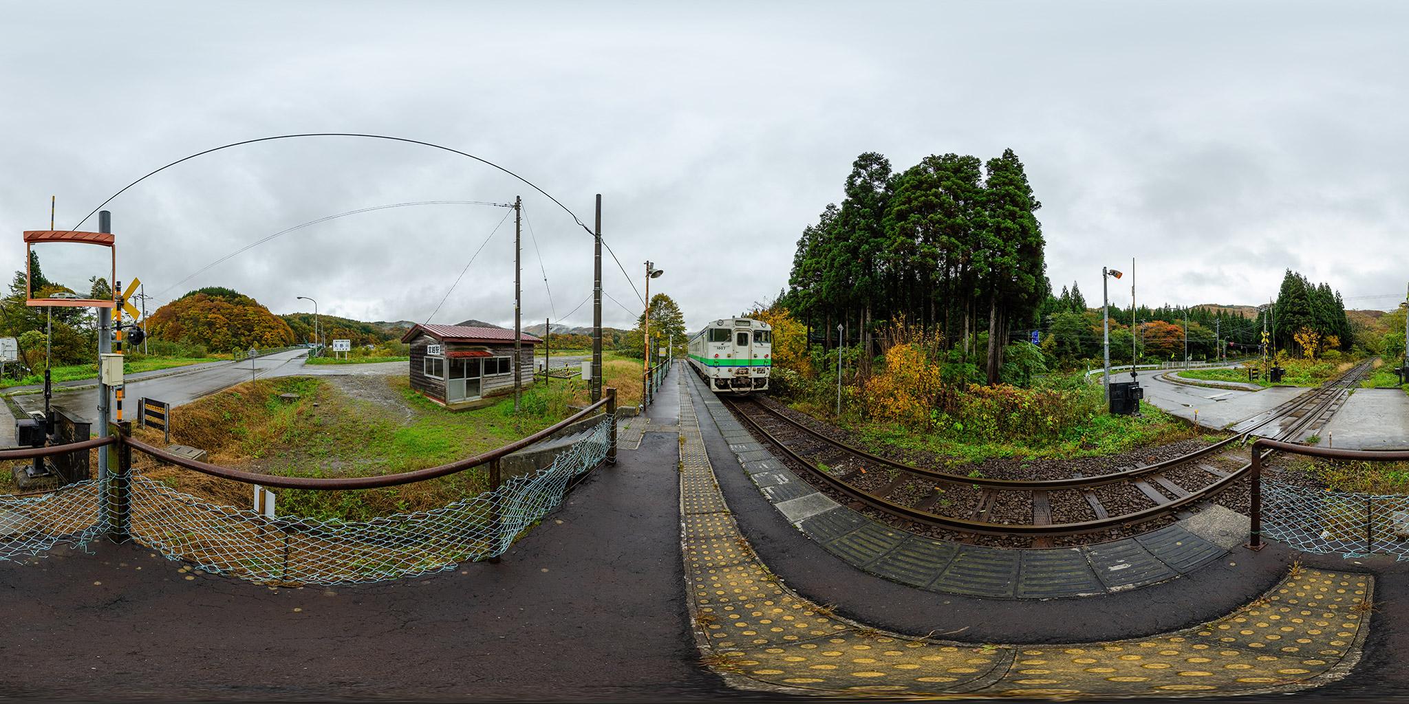 宮越駅に停車中のキハ40 1807(120D)