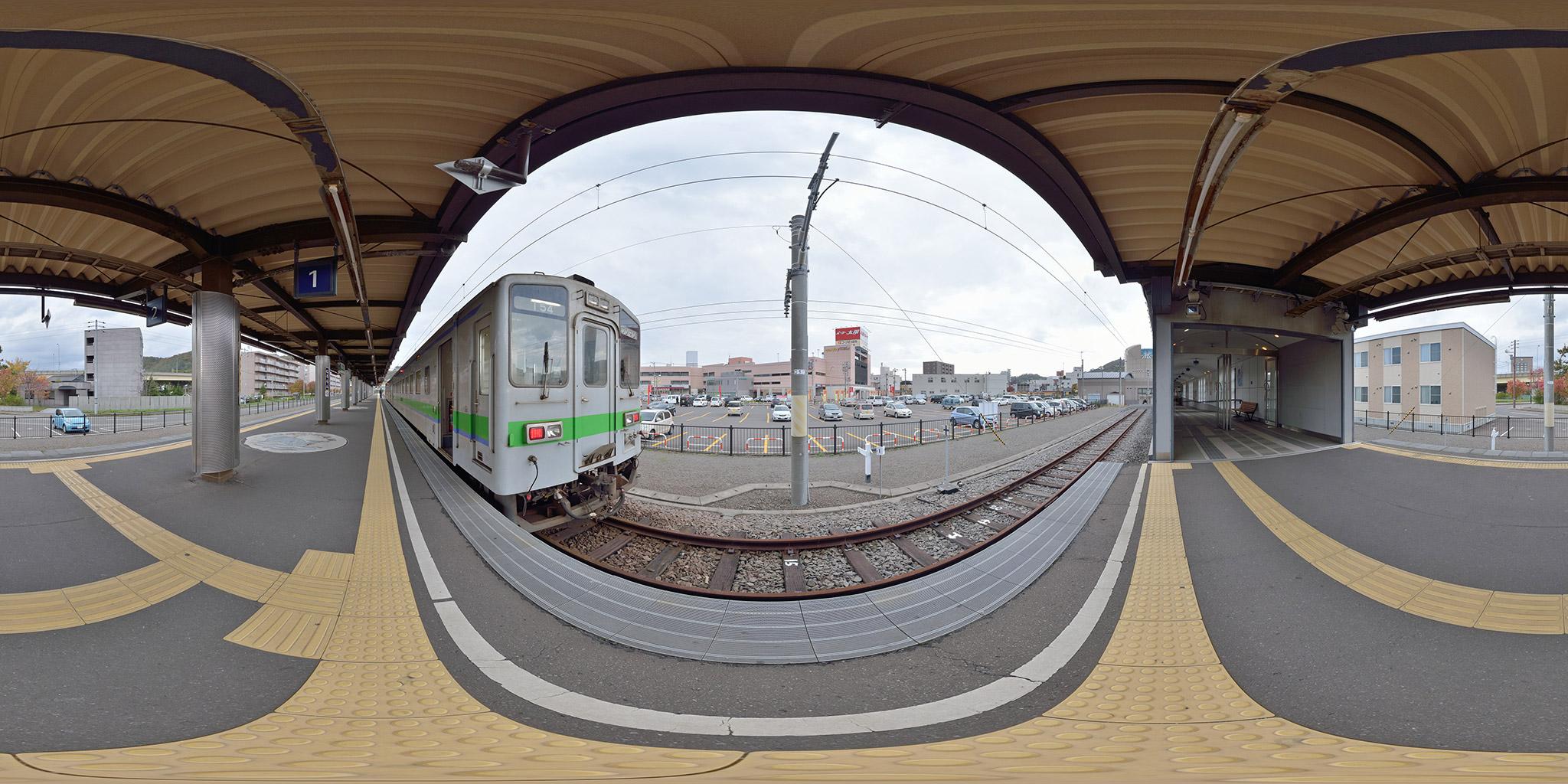 室蘭駅に停車中のキハ143形