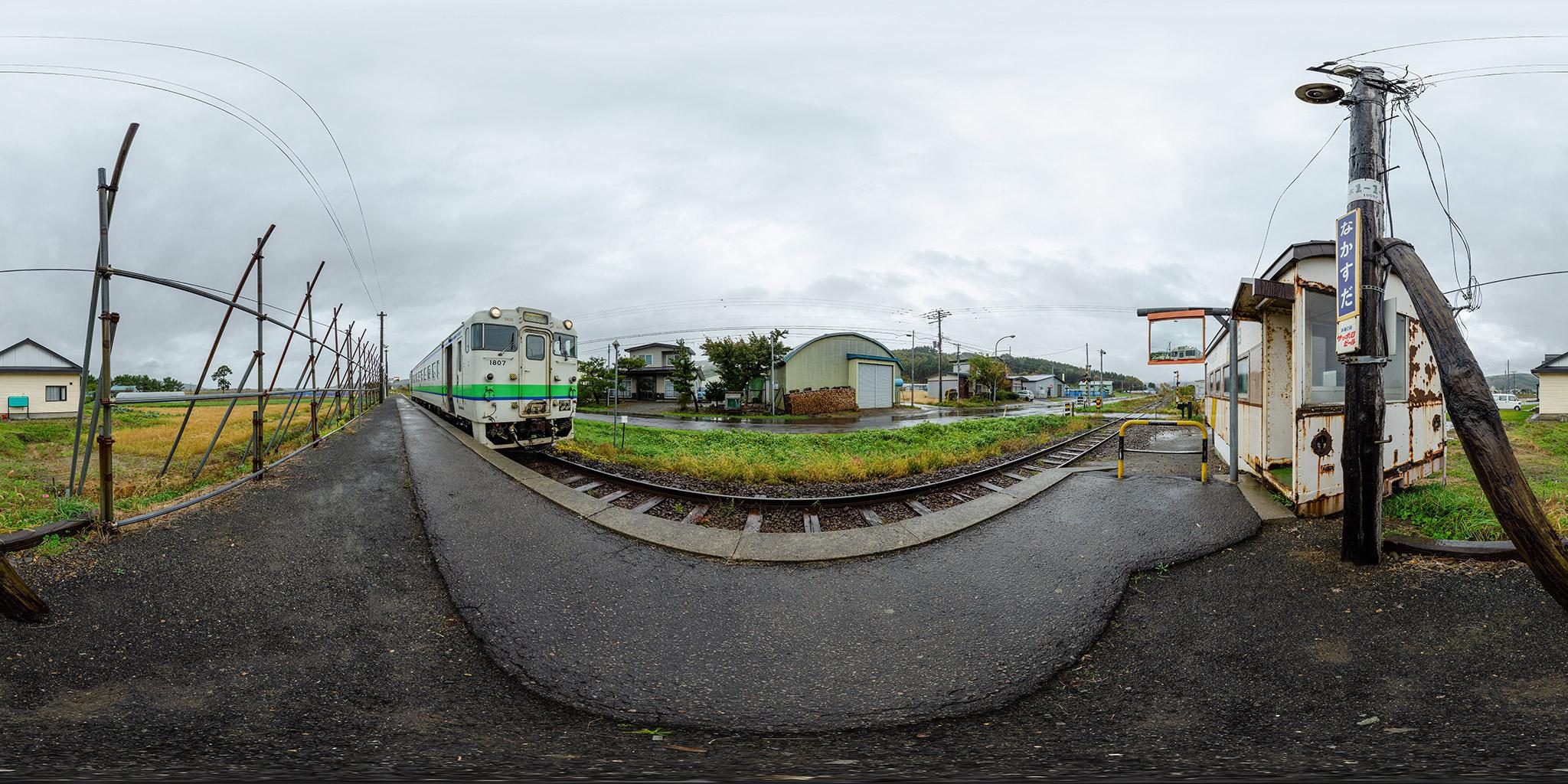 中須田駅に停車中のキハ40 1807(4175D)