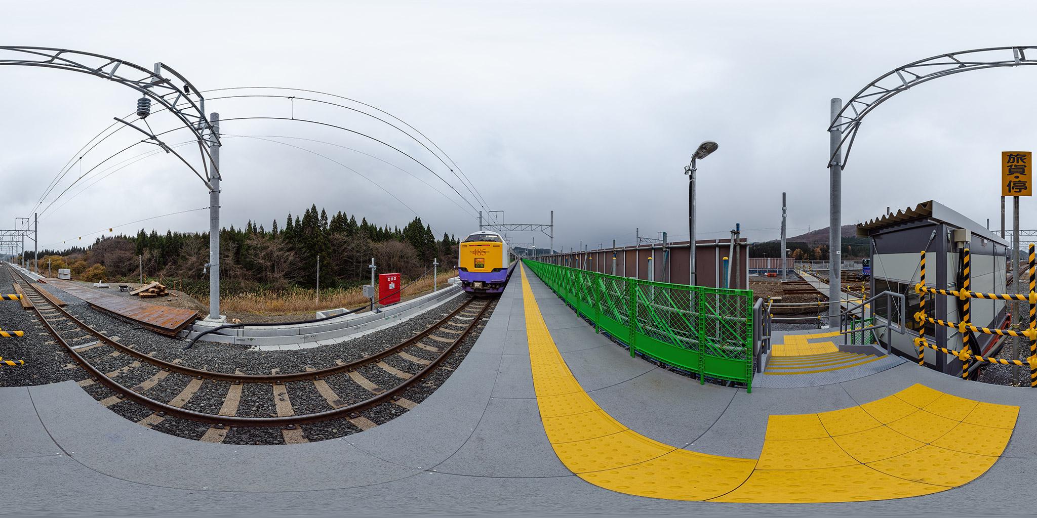 津軽今別駅を発車する485系3000番台白鳥28号