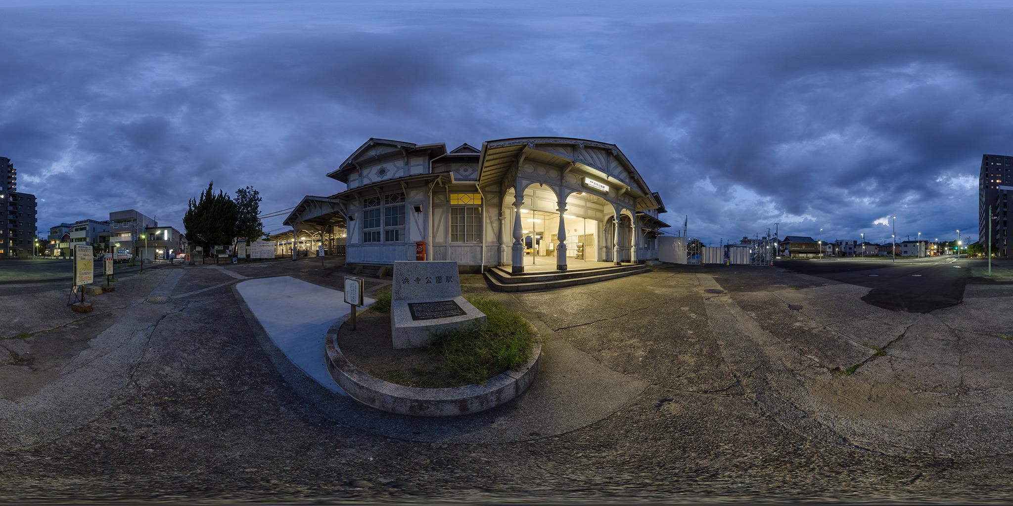 1907年に建築された浜寺公園駅の木造駅舎