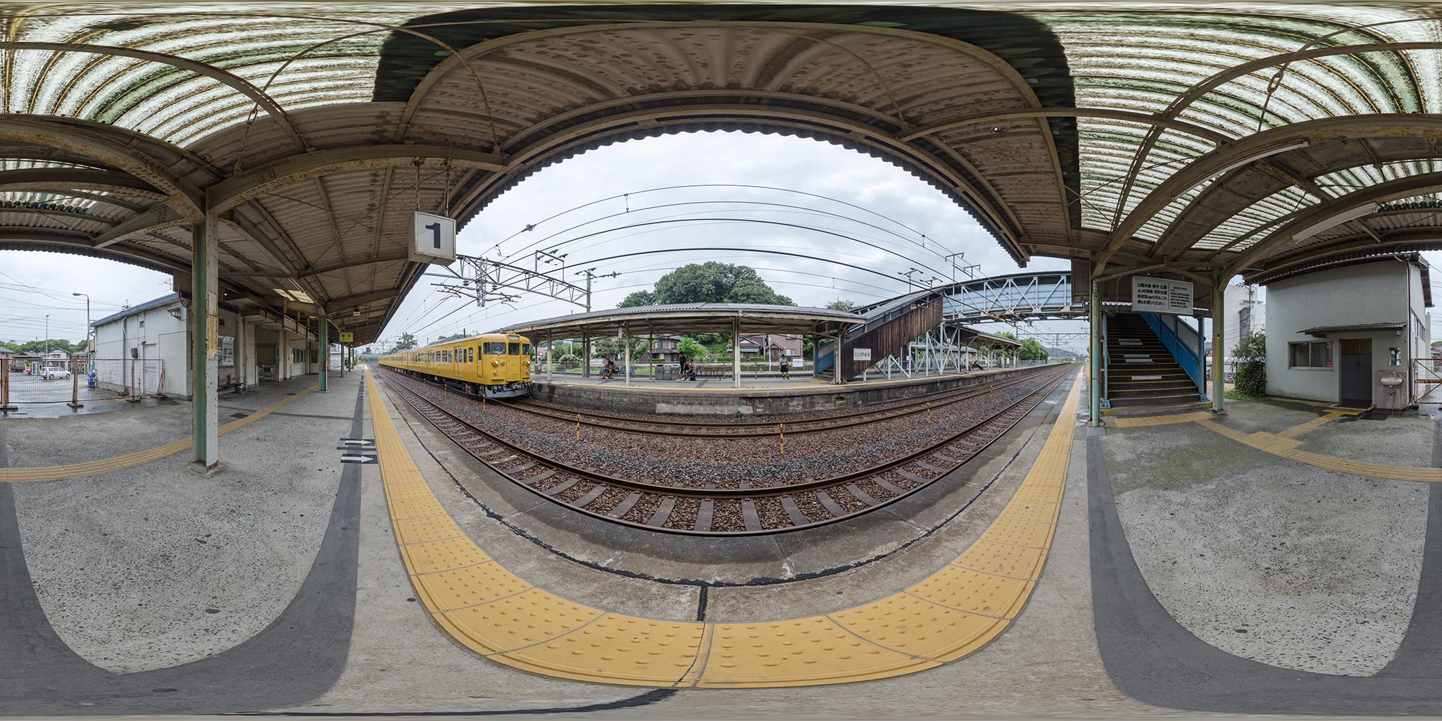 櫛ケ浜駅に到着する115系C-16編成(クハ115-191)