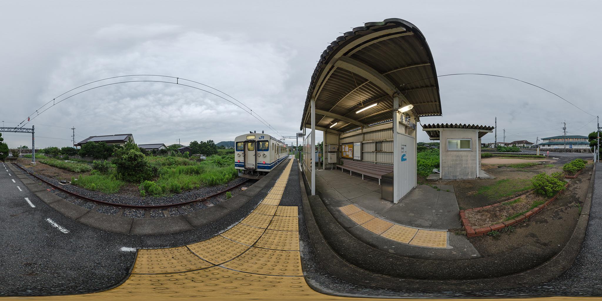 長門本山駅にてクモハ123-3