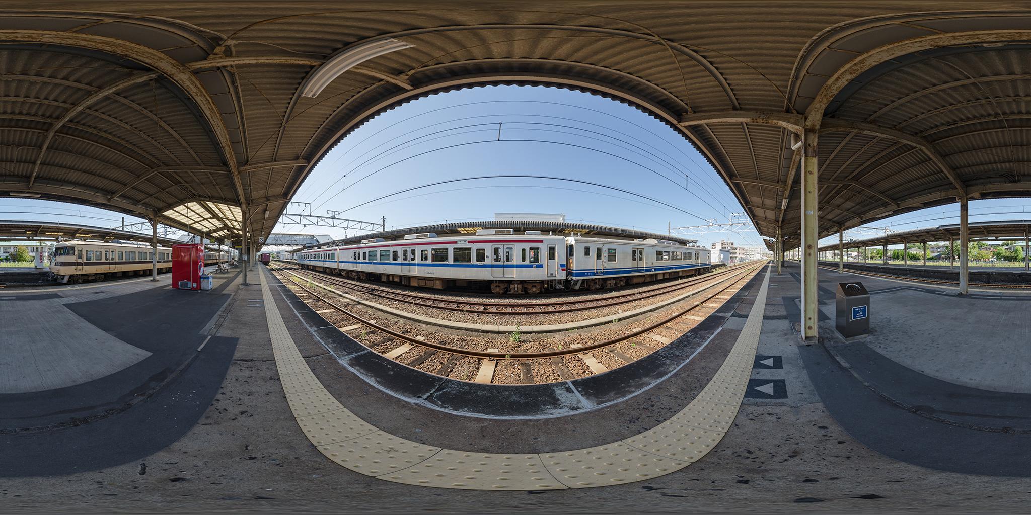 123系と105系併結列車と117系C-102編成