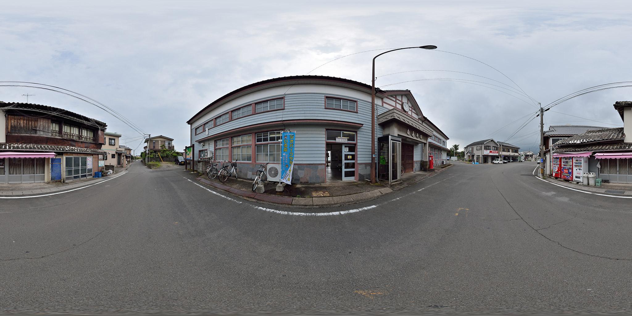 建て替え前の南島原駅の木造駅舎
