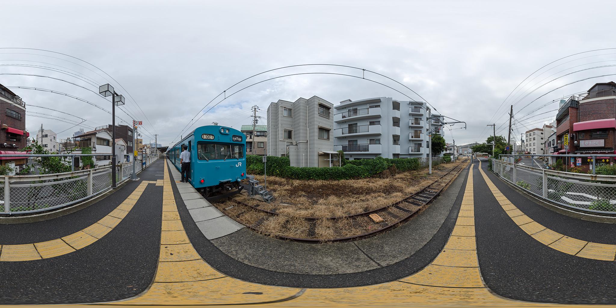和田岬駅を折り返す103系R1編成