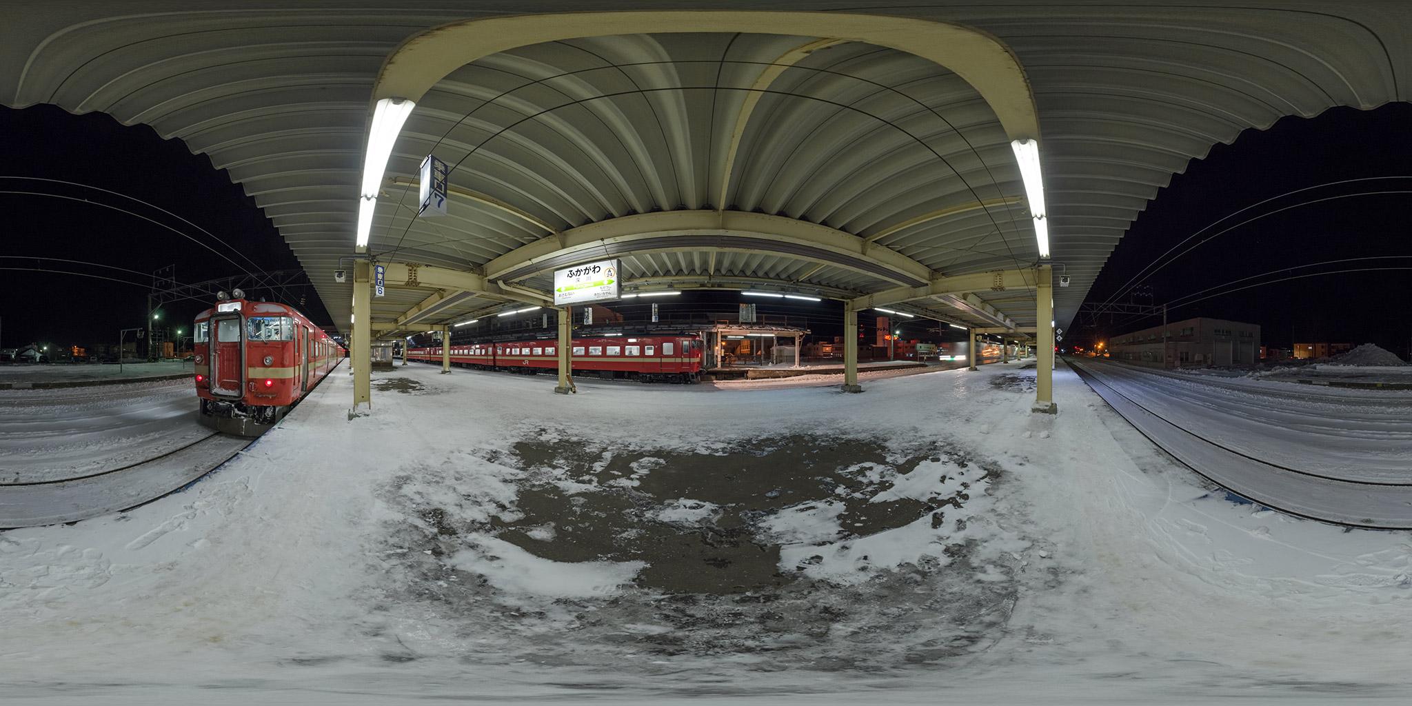 深川駅にて711系S-116編成とS-107編成
