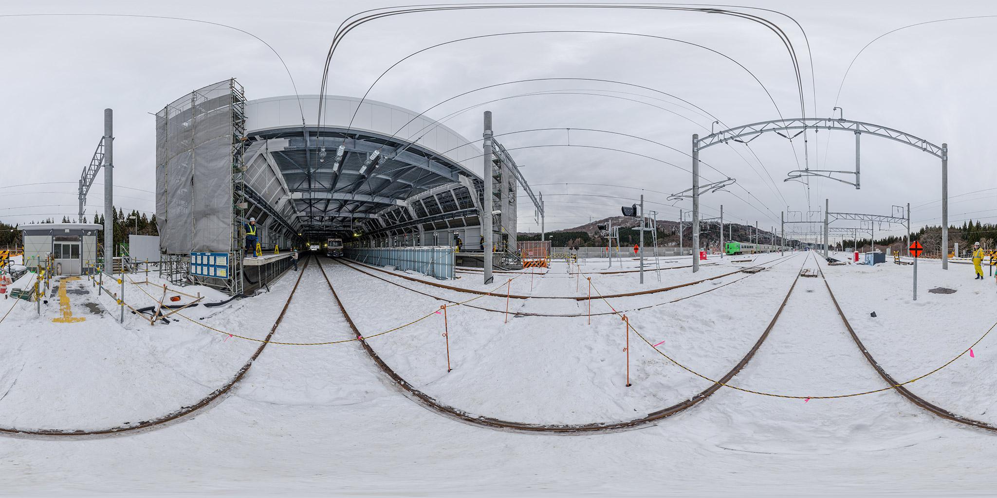 建設中の奥津軽いまべつ駅と789系スーパー白鳥11号