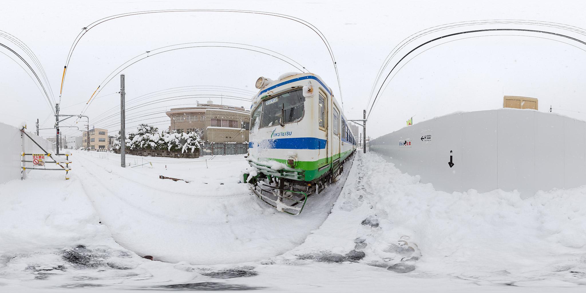 福井鉄道田原町駅に停車中の200形202編成