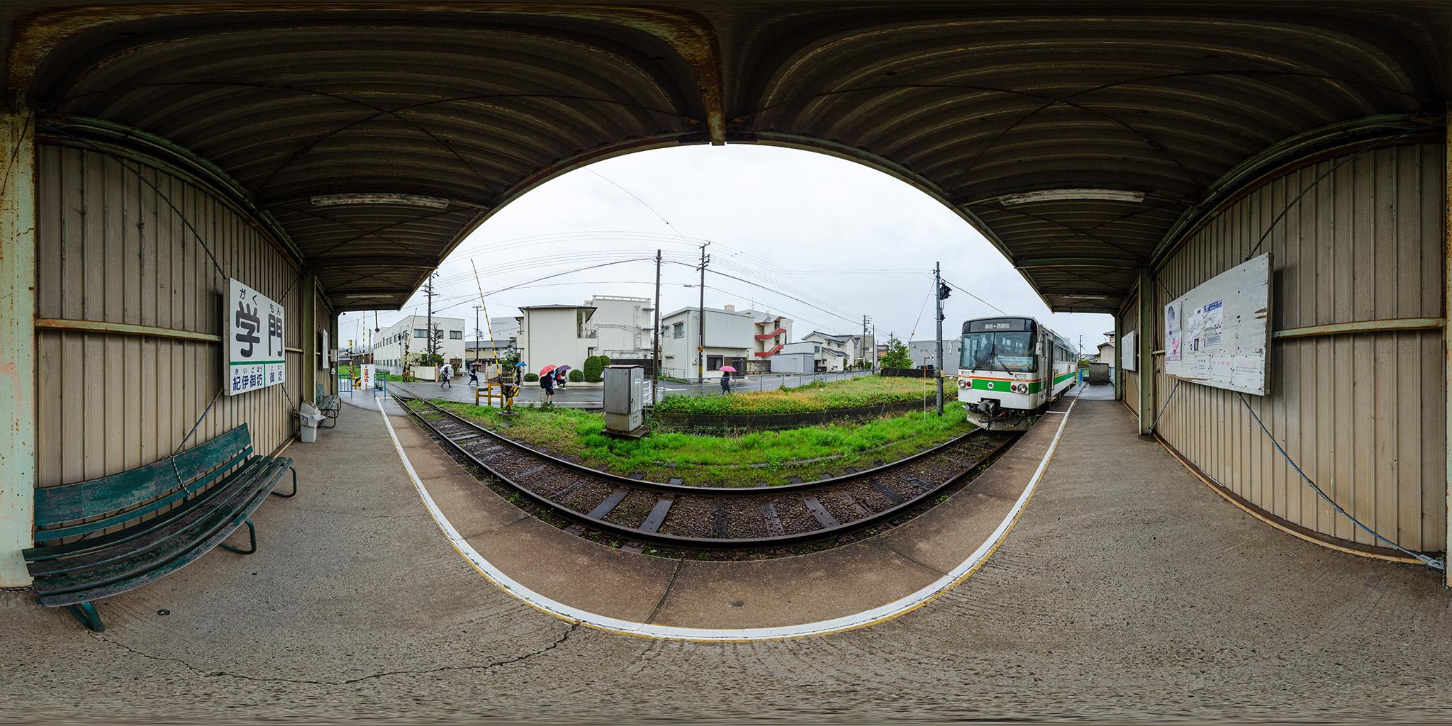 紀州鉄道学門駅を発車するキテツ2