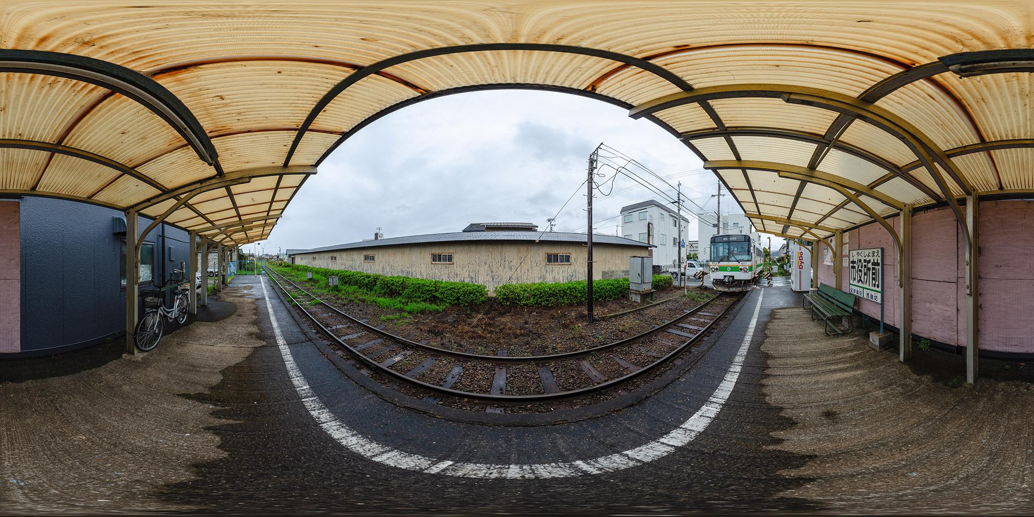 紀州鉄道市役所前駅に到着するキテツ2