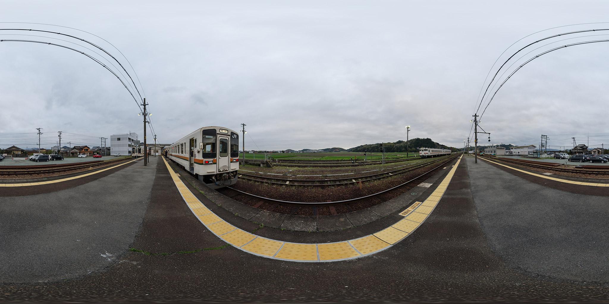 多気駅を発車するキハ11-1