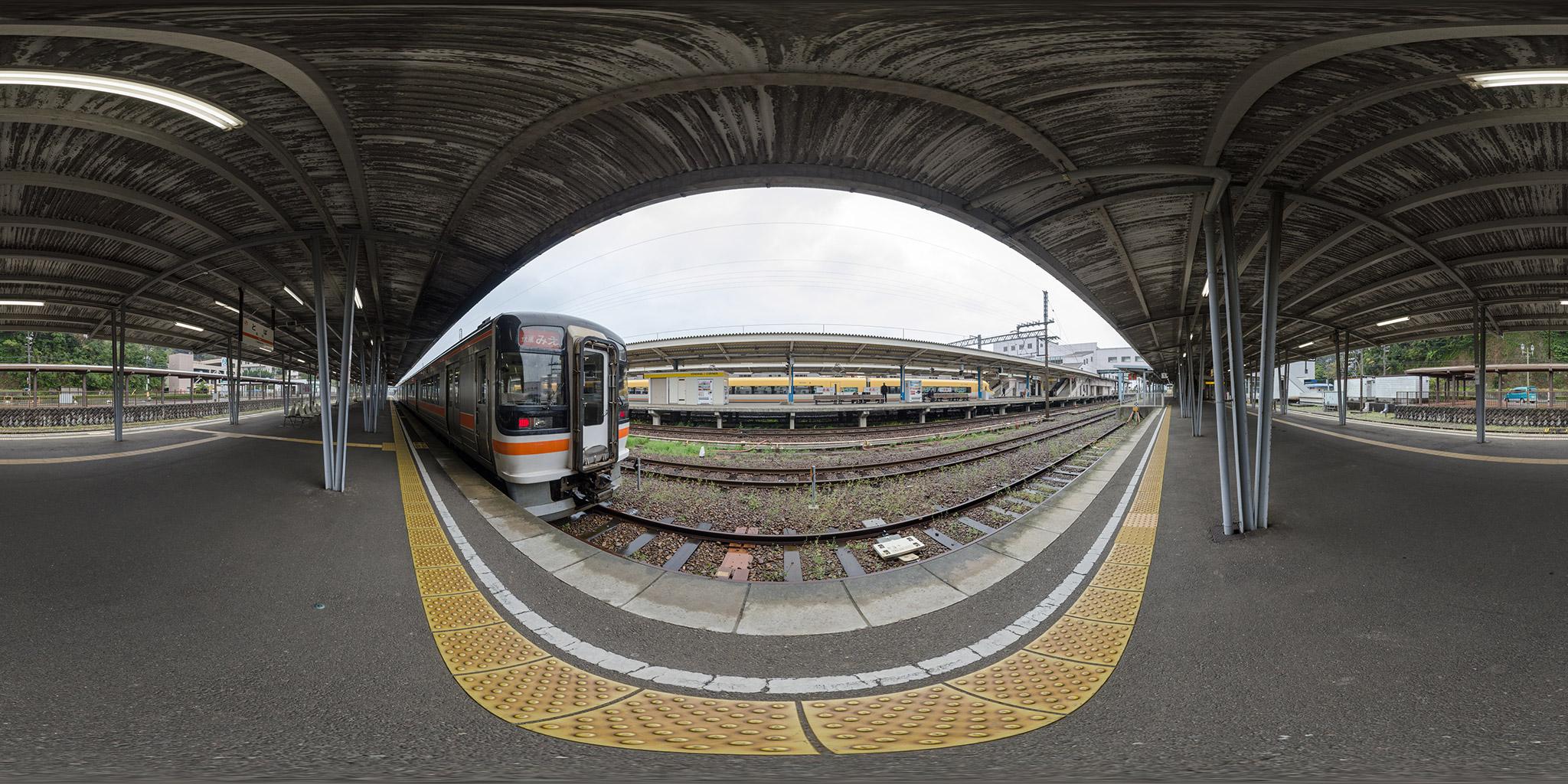 鳥羽駅にてキハ75と近鉄23000系