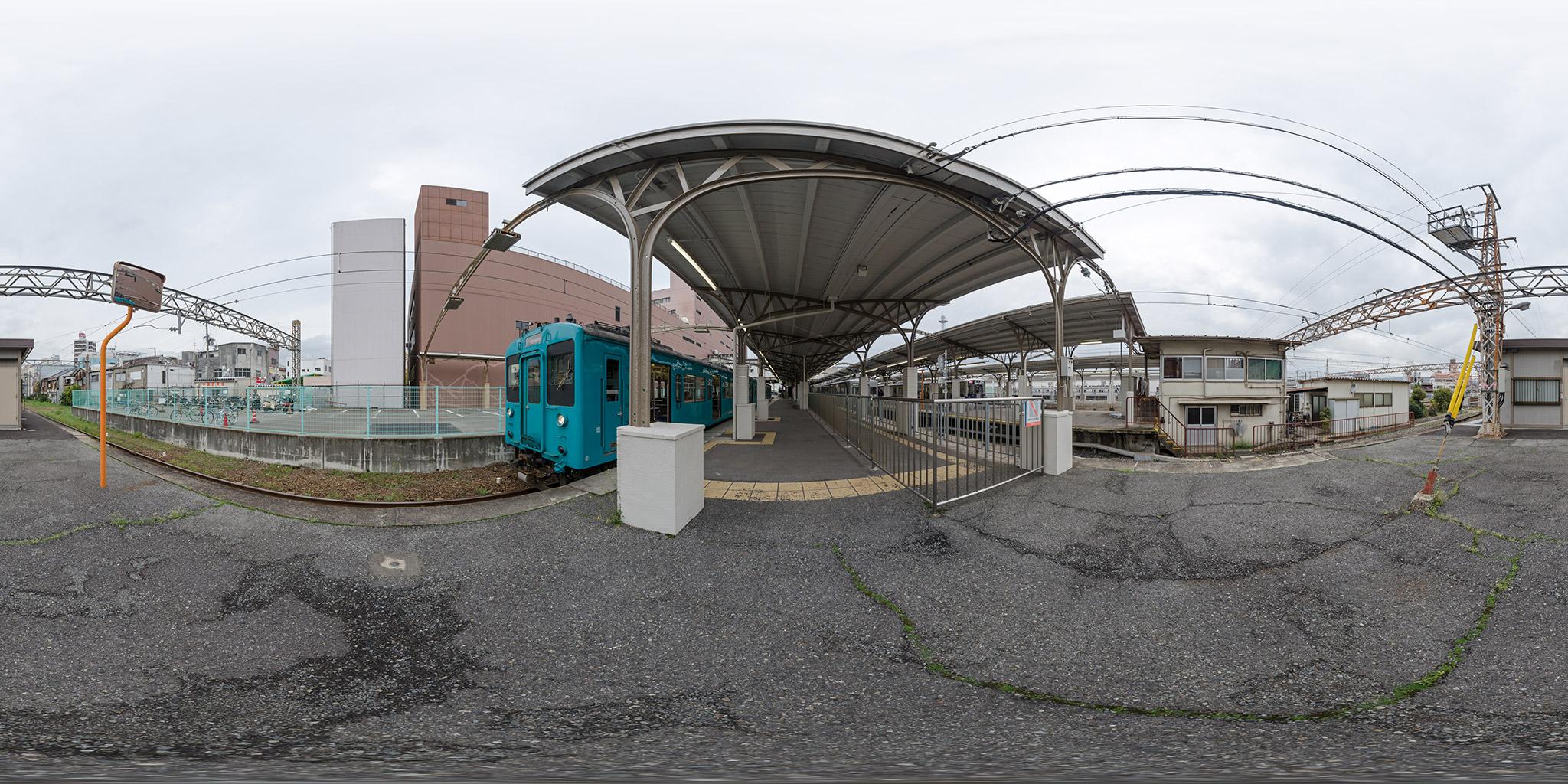 和歌山市駅を発車する105系P1編成