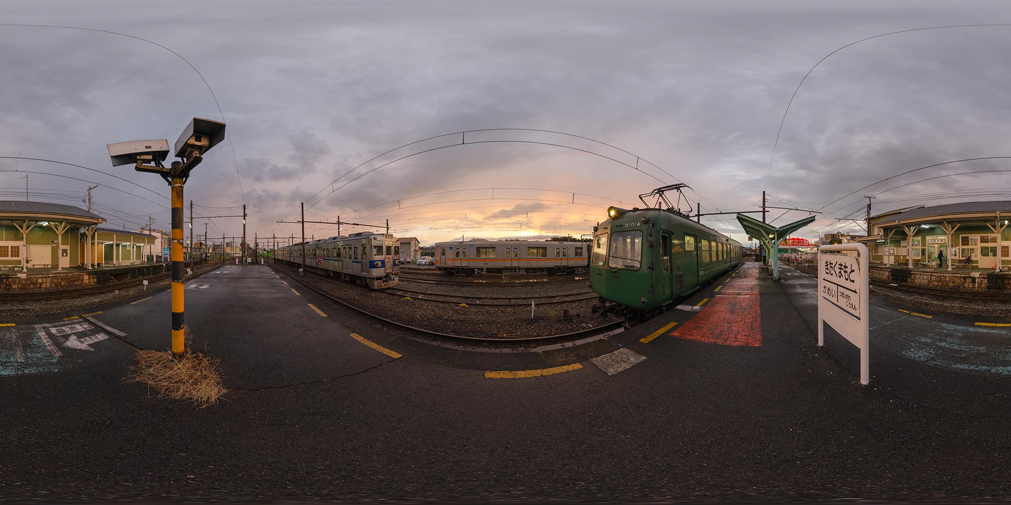 夕日の北熊本駅にて5101Aと01形