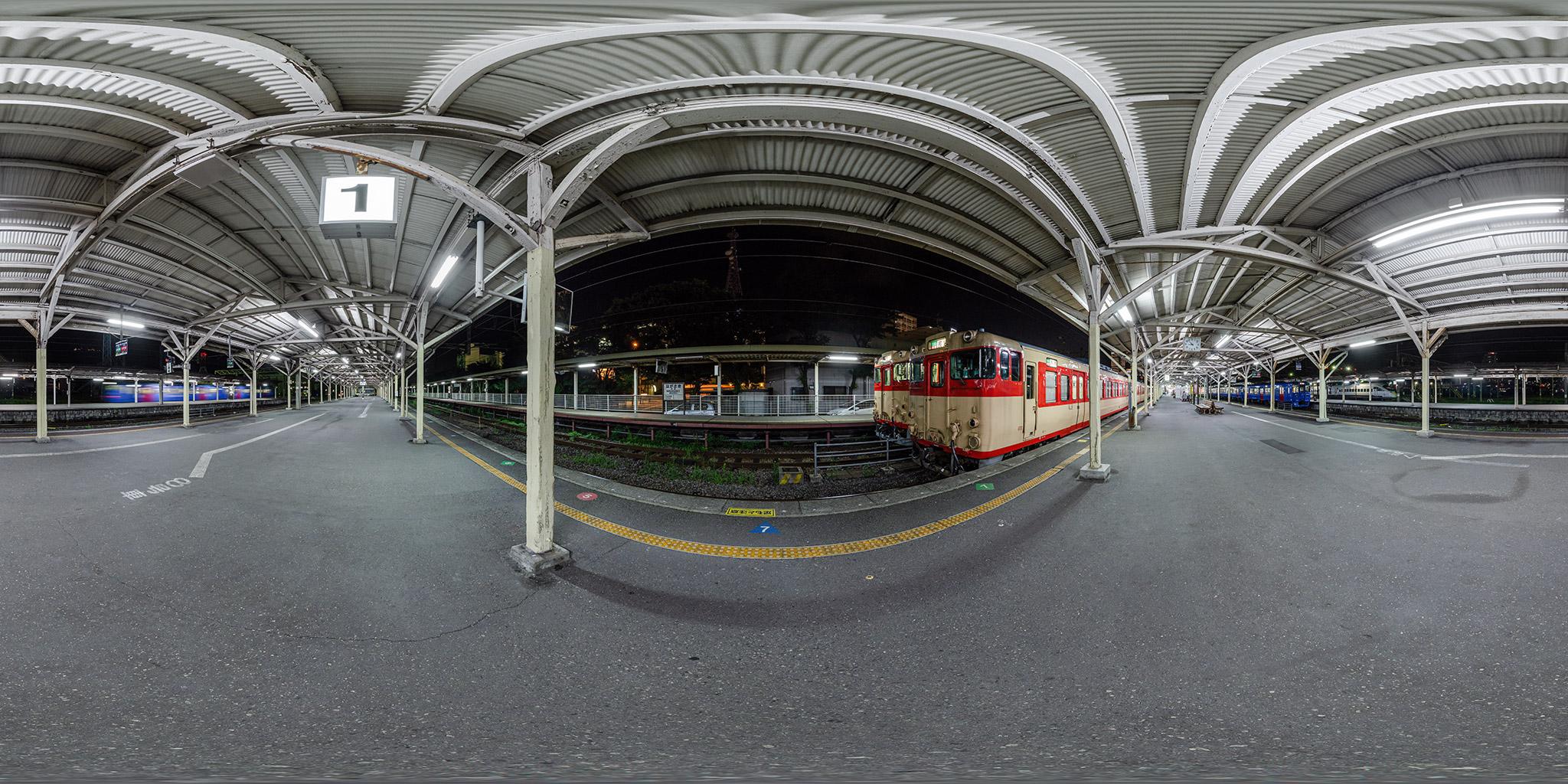 長崎駅にてキハ66、キハ67が並ぶ