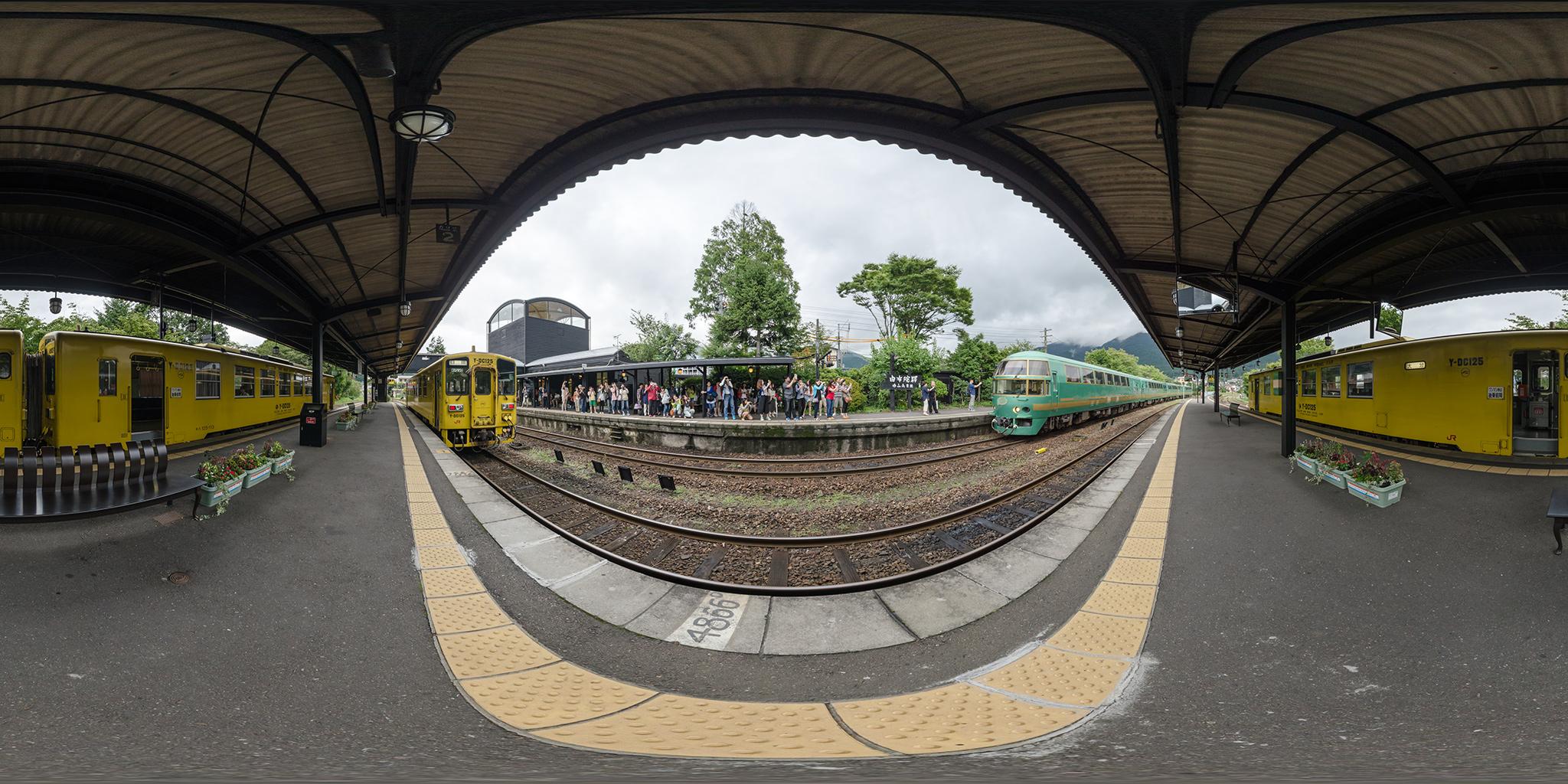 由布院駅に到着する特急ゆふいんの森(キハ71)
