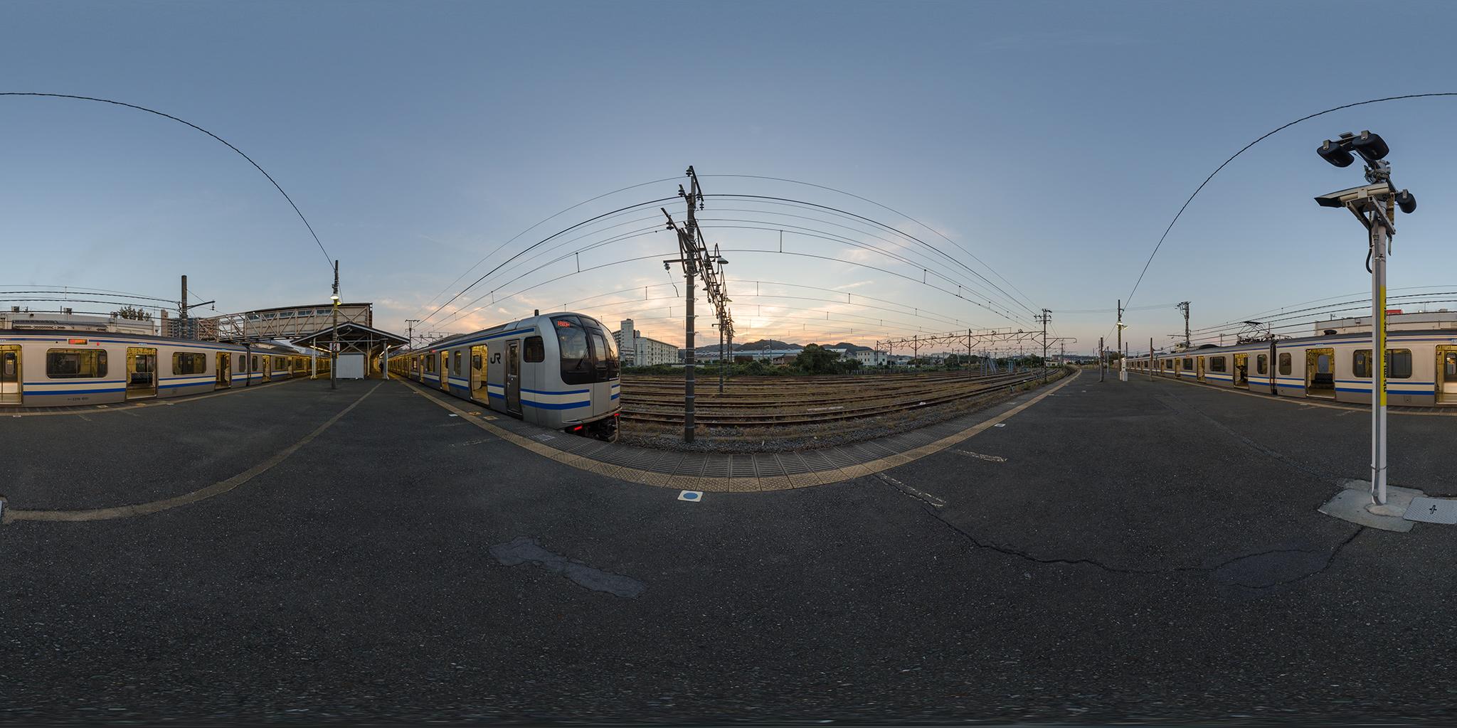横須賀線の終着駅。E217系が並ぶ