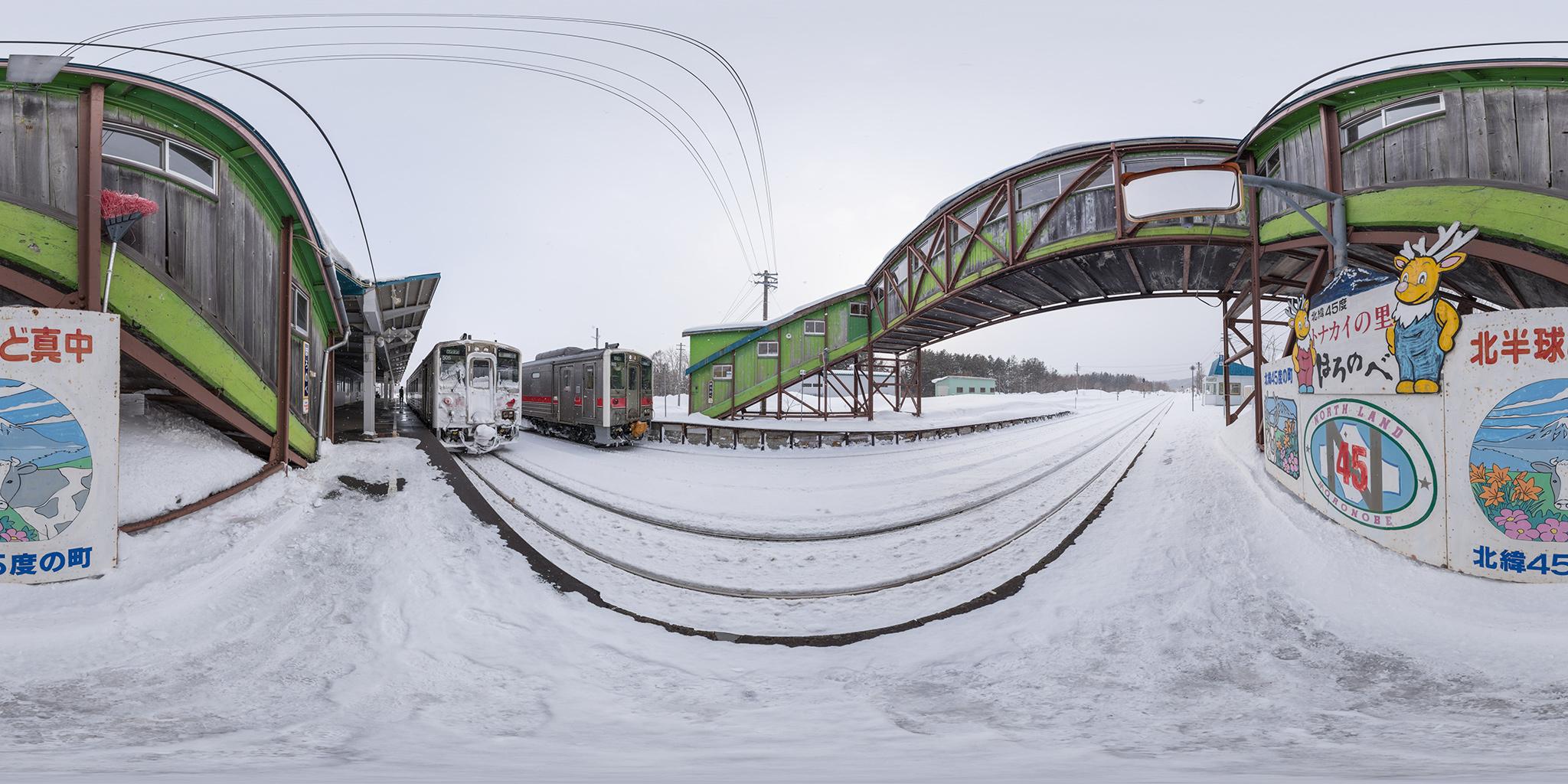 幌延駅で交換するキハ54 502(4333D)・キハ54 505(4334D)