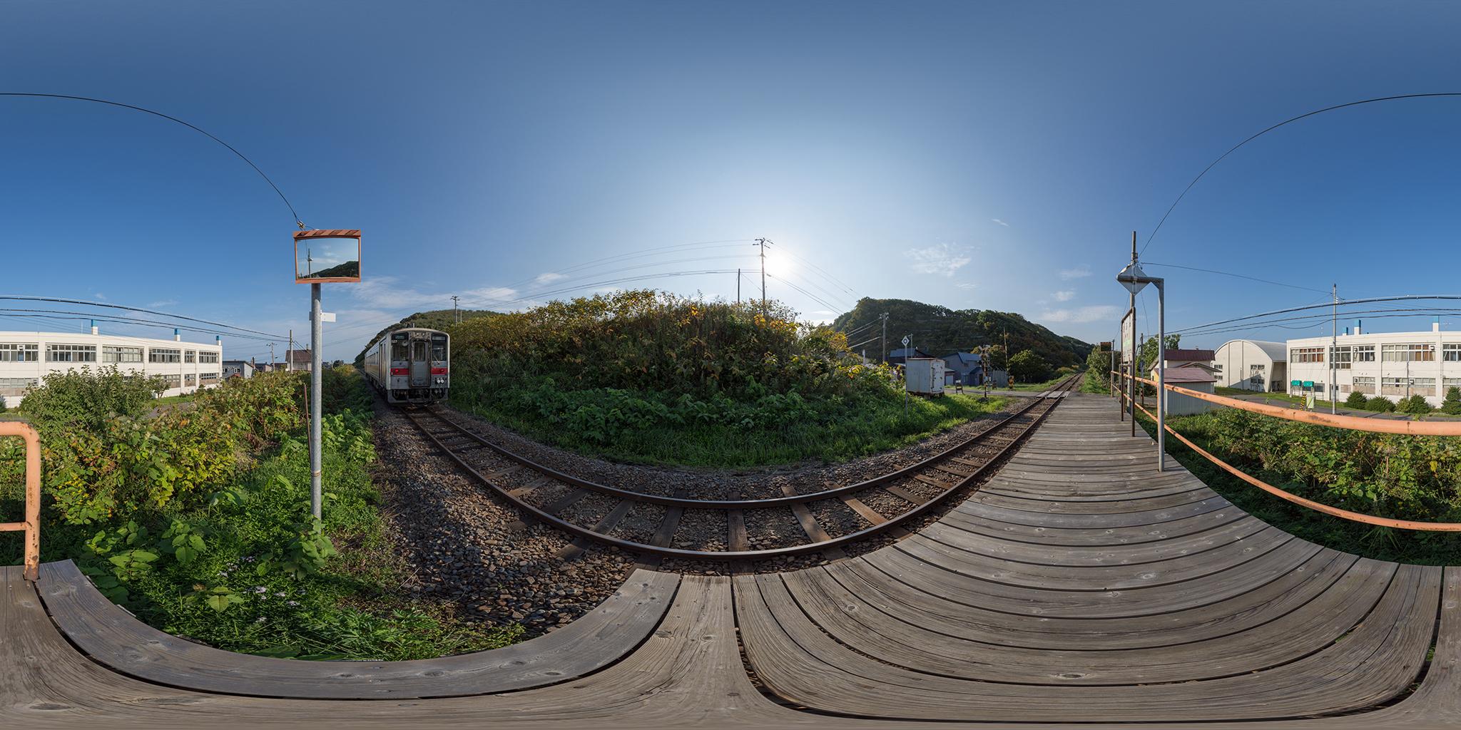 阿分駅を発車するキハ54-527(4924D)