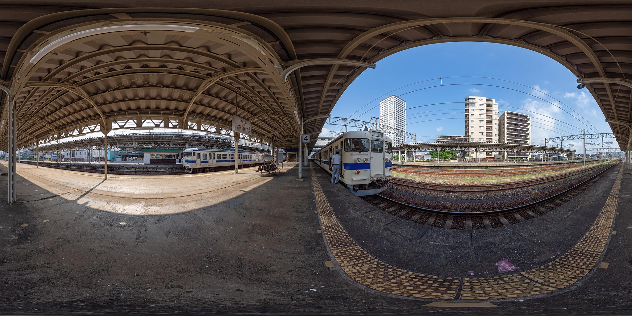 門司駅にて415系Fo-507編成と415系Fo-104編成