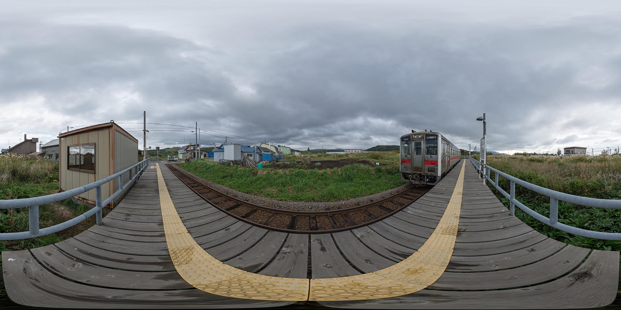 信砂駅を発車するキハ54-505(4927D)