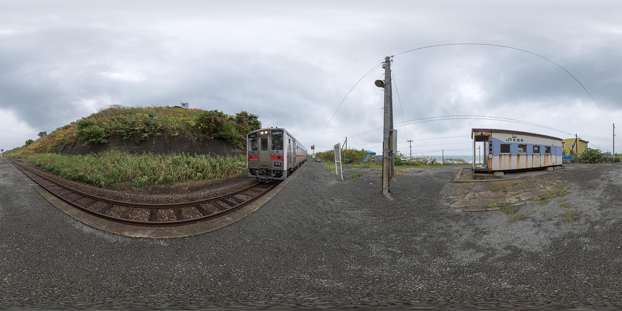 礼受駅に到着するキハ54-506(4924D)