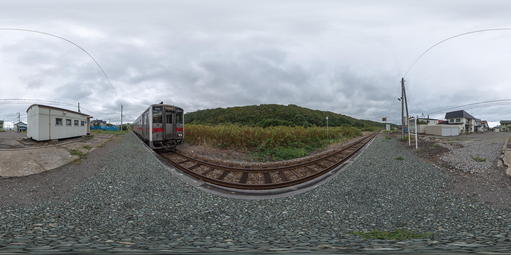 舎熊駅に停車中のキハ54-503(4930D)