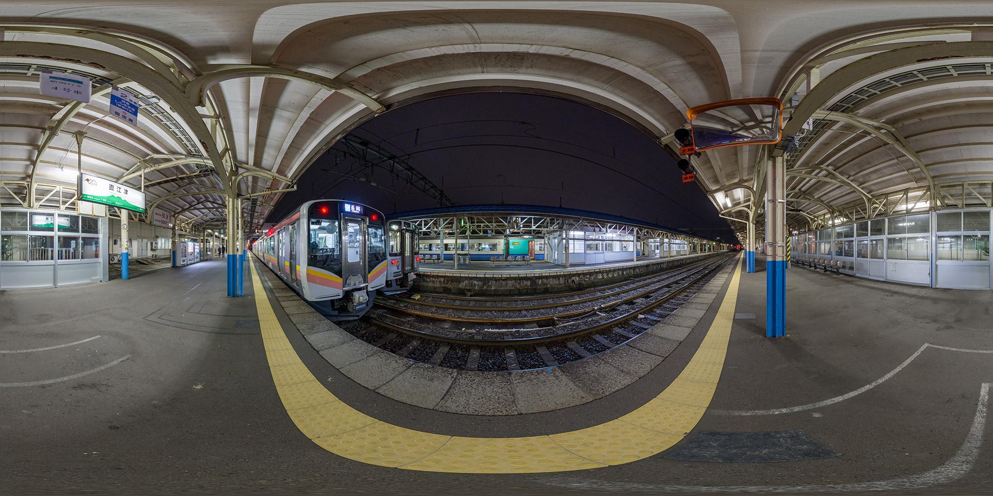 直江津駅に到着した糸魚川快速(485系R26編成)