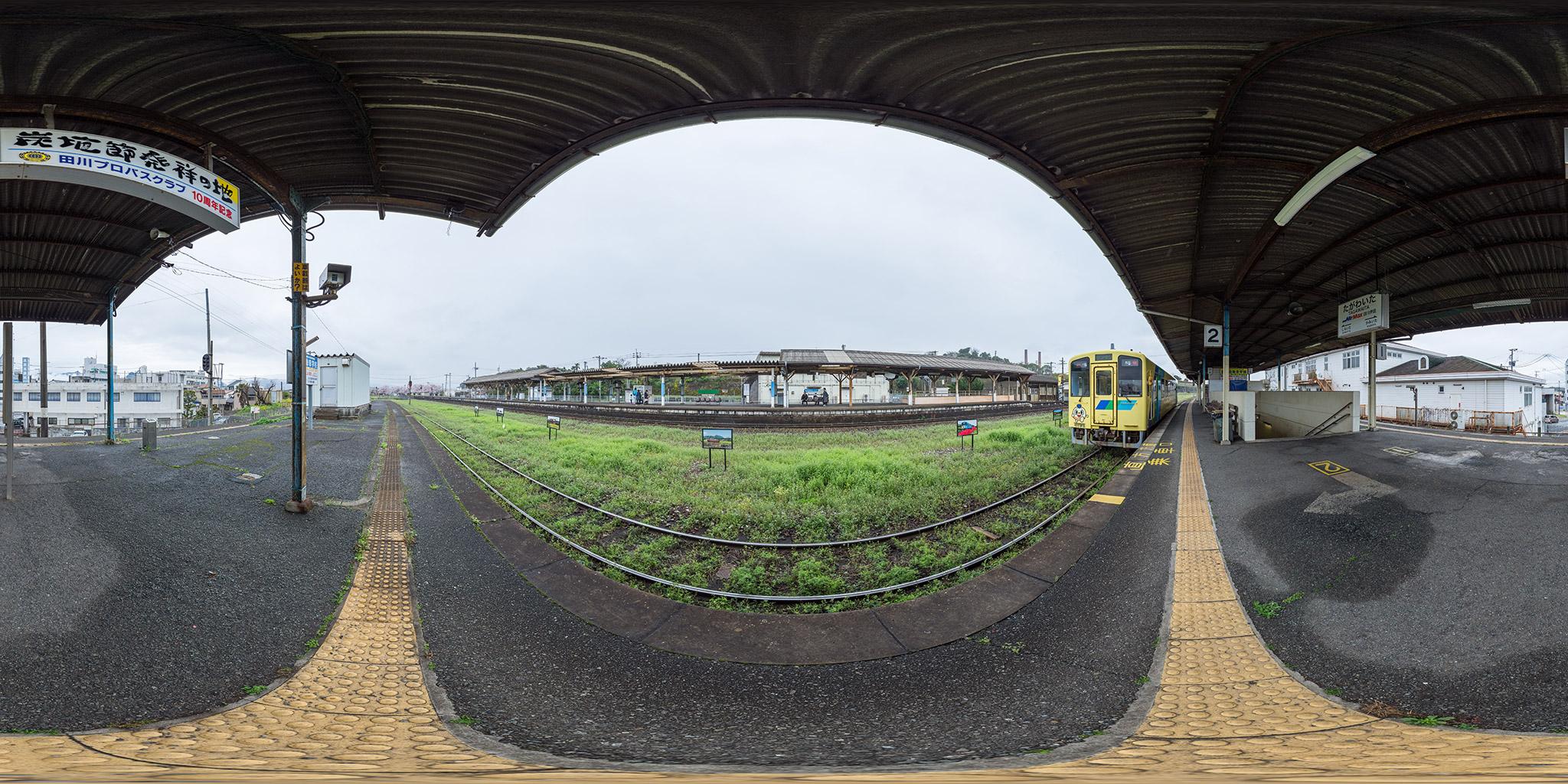 田川線田川伊田駅を発車する401