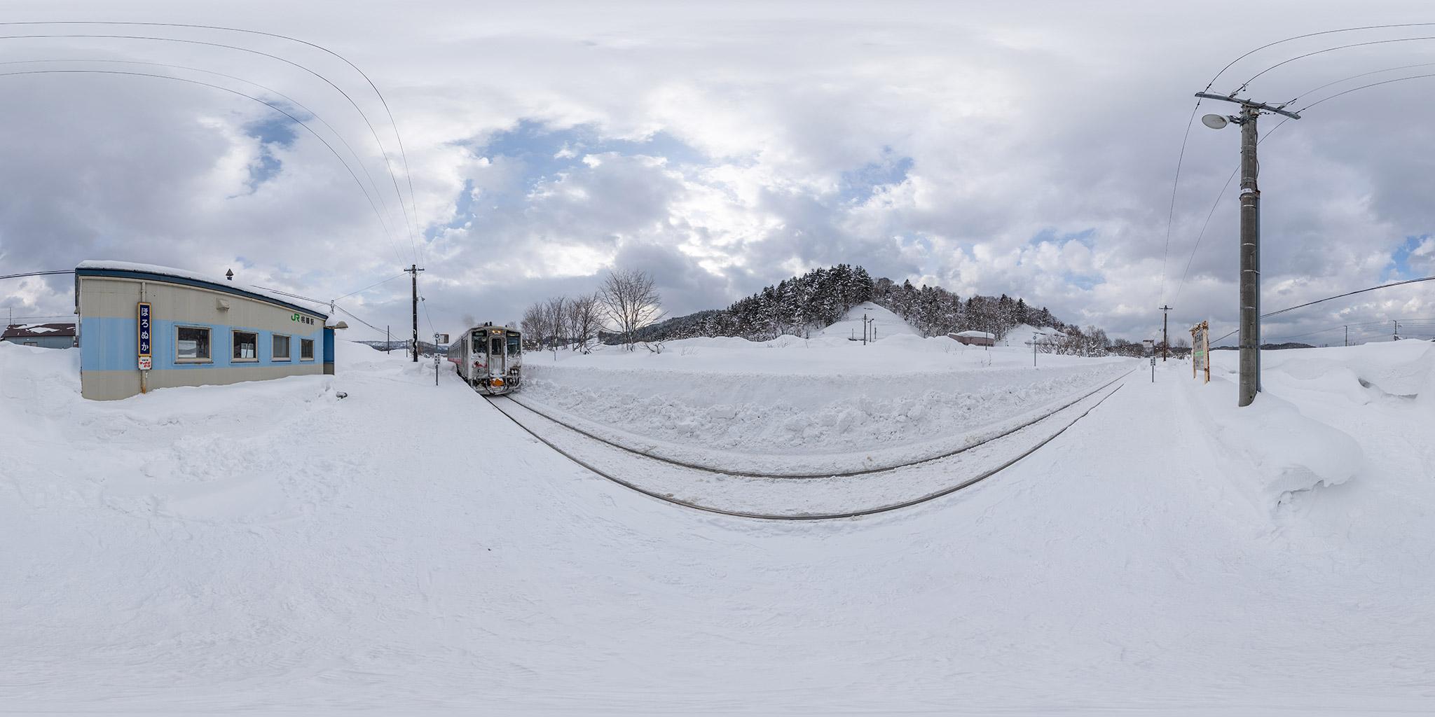 幌糠駅に到着するキハ54 512(4927D)