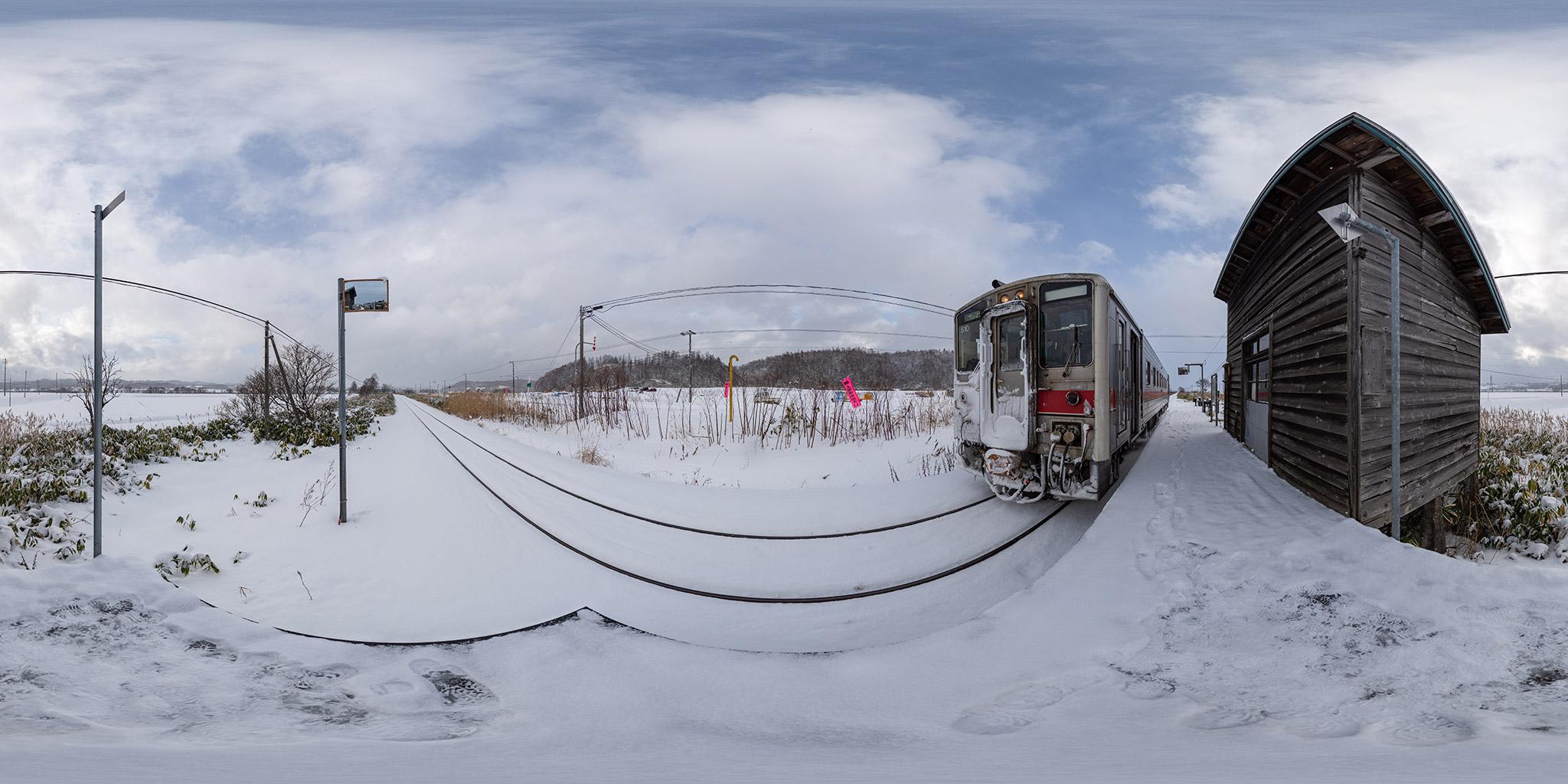 真布駅に停車中のキハ54 510(4924D)